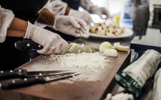 Blafům v libereckých školních jídelnách definitivně odzvání. Tamní kuchaři absolvují zvláštní kurz