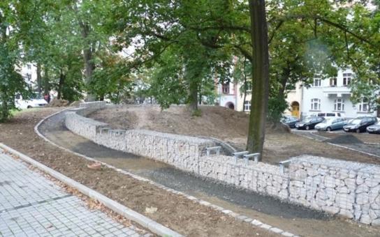 Chebský park u Papírny dostává novou podobu, úpravy přijdou na 770 000 korun