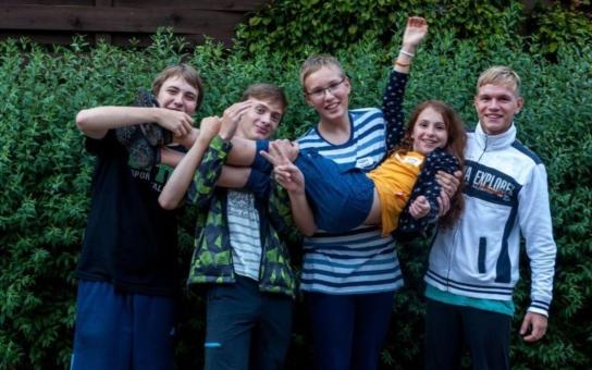 Kandidáti na cestu do vesmíru jsou vybráni, poletí jediná dívka se čtyřmi chlapci
