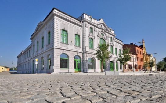 V takové kondici nebyl Národní dům dlouhá léta. Jediná secesní budova v Bohumíně se představí veřejnosti v novém kabátě 6. září, u příležitosti tradiční poutě. Podívejte se, jak 'prokoukla'