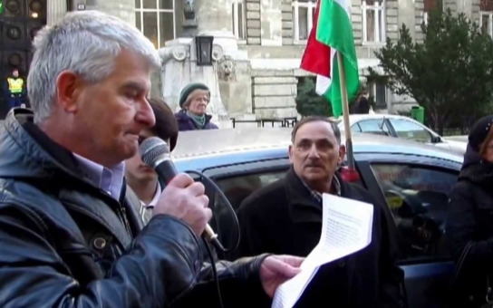 Slovy bojují za mír, činy se přiklánějí k válce, kritizují Maďaři své politiky. Jako by nestačili uprchlíci, do střední Evropy míří i americká bojová technika. Lidé mají strach z konfliktu s Ruskem
