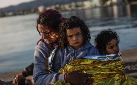 """Na hranicích trpí děti s matkami v blátě a zimě, ale úředníci EU a """"ochránci"""" nás buzerují, i když jsou uprchlíci v teple, mají jídlo a lékaře. Co by za to bezdomovci dali..."""