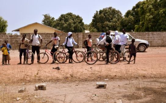 Kola v Africe budou servisována nářadím od Kraje Vysočina. Pomůže to i rychlejšímu vzdělávání malých Afričanů