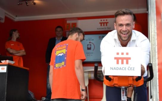 """Návštěvníci multimediálního festivalu """"Vltava žije vyšlapali bezmála 106 tisíc korun pro tělesně postižené"""