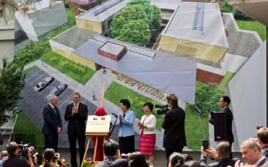 Akupunktura, byliny... Hradecká nemocnice otevře ambulanci tradiční čínské medicíny. Je šancí zejména pro nemocné rakovinou či roztroušenou sklerózou, kterou trpí třeba vicepremiér Bělobrádek