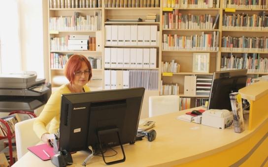 """V rámci projektu """"kreativní knihovna"""" se v Litoměřicích zrekonstruovalo pro čtenáře naučné oddělení"""