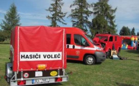 Dobrovolní hasiči z Volče slavili 130. narozeniny a křtili přívěsný vozík