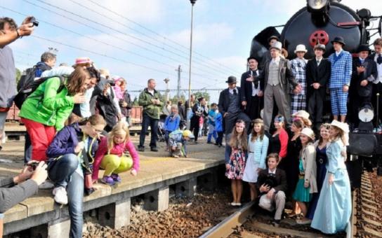 Nostalgická jízda parního vlaku vzdala poctu Janu Pernerovi. Potvrdil, že i mladí lidé dokážou vykonat velké dílo