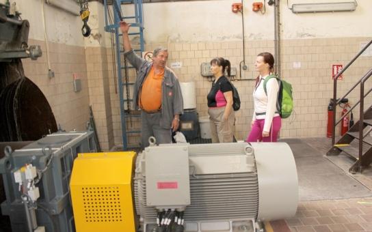 K prohlídce vodních elektráren Skupiny ČEZ vyzvali své rodiče i vodní skauti