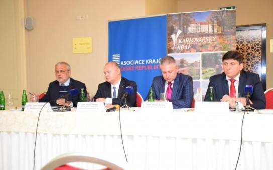 Rozzlobený hejtman Hašek ve Varech k imigrační krizi: My jsme to nezavinili! Česká republika jako jedna z mála dodržuje evropské právo. Ostrý vzkaz politikům EU