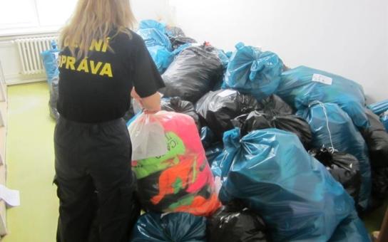 Utajovaný zátah na tržnici u Znojma s neuvěřitelným výsledkem: Inspektoři s pomocí celníků na Hatích zajistili padělky za 45 milionů korun