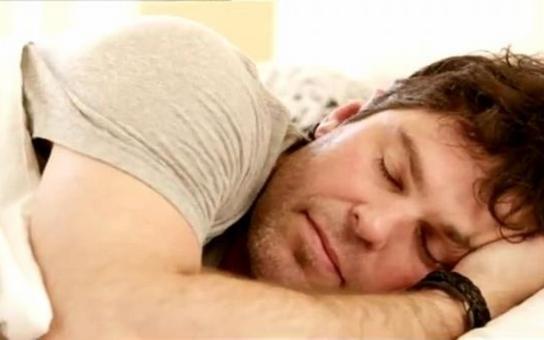 Za fotku s nahatou osmnáctkou v posteli Jágr platit odmítl, prý je mu to fuk. Kolik by ale dal slavný hokejista za TOHLE svoje foto?