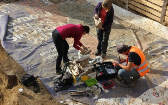 Archeologický výzkum v Uherském Hradišti přinesl unikátní nález – středověké hračky. Podívejte se na to, co se jen tak nevidí