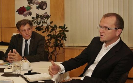 Hejtman Netolický podpořil spolupráci s autobusovým výrobcem, který připravil stipendia pro studenty automobilní školy v Ústí nad Orlicí
