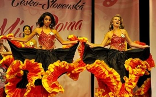 V Hodoníně dekorovali romskou miss. Podle krajského politika pomůže Bianka ukázat menšinovou kulturu celému světu. Selfíčko se snědou kráskou má Zdeněk Škromach
