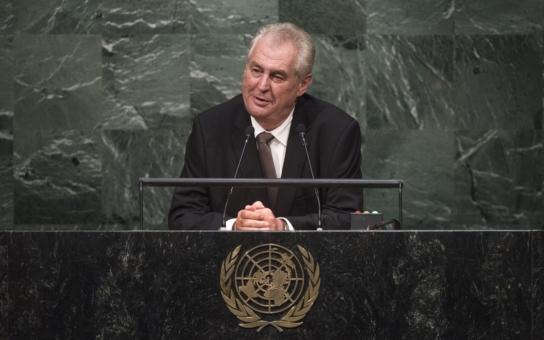 Sluníčkoví komentátoři jsou na suchu, že by jim došly nápady? Zeman promluvil anglicky a bez taháku v OSN. Co na něj ze dna vyhrábli kritici?