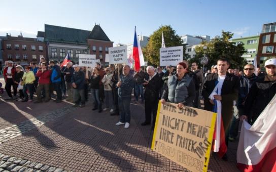 Na demonstraci proti uprchlickým kvótám dorazily do Zlína tři stovky lidí, kteří podepsali petici. Protest organizovali Svobodní