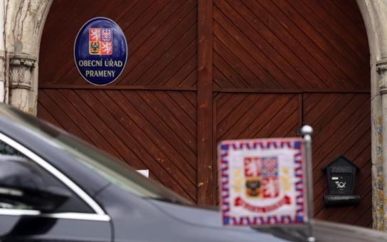 Nejzadluženější obec v Česku má za sebou další volby a ostré politické souboje. Ale prezident Zeman bude mít z výsledku radost