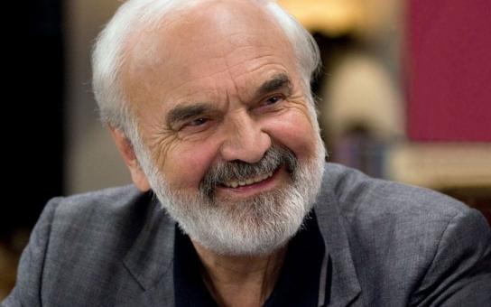 Oslavenec Zdeněk Svěrák stvořil kultovní postavy. Existovaly opravdu, nebo ne? Známe pravdu o skutečném Járovi Cimrmanovi?