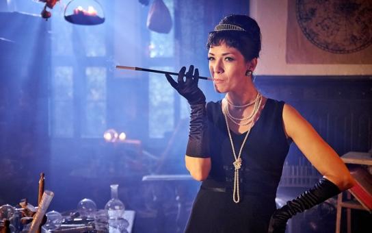 Tereza Kostková si natáčení Troškových Strašidel vysloveně užívá: Představí se jako Marilyn i Audrey Hepburn. A ještě jednu radůstku jí režisér dopřál…