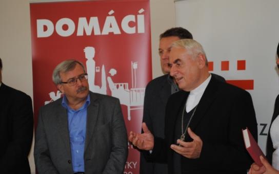 Biskup Vojtěch Cikrle požehnal novému sídlu Oblastní charity Třebíč, která pomáhá lidem v tíživé zdravotní i sociální situaci