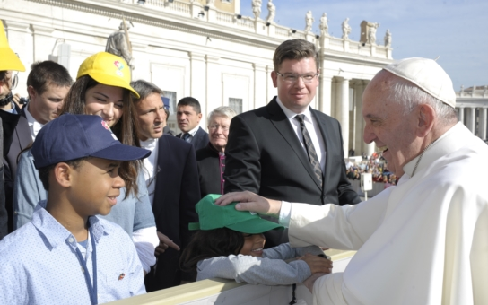 Českého europoslance přijal sám papež František. Co si poznamenal na svůj Facebook a proč se mu u toho vybavil zrovna sladký život? Máme fotky