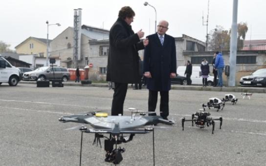 Nezvaná návštěva může přiletět dronem. Své o tom vědí nejen ve věznici, kam se takhle dostala zbraň. Bezpilotní letadlo je hrozbou pro soukromí, upozorňuje Úřad pro ochranu osobních údajů