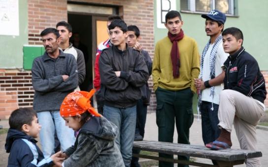 Lidem v bahně jsem podával čaj. Máte strach z uprchlíků? Tohle se podle dobrovolníků skutečně děje na hranicích...