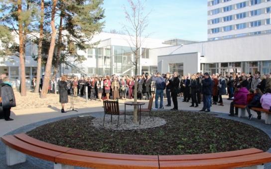 Univerzita prožila Perfect Day. Otevřela nový areál, v jehož centru je Lavička Václava Havla