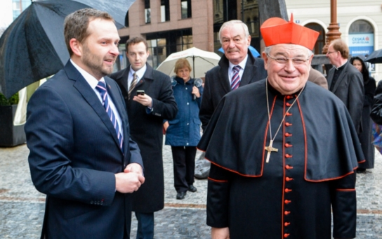 Kardinál Dominik Duka uctil v Liberci 17. listopadu disidenty. Jmenuje se po nich tramvajová zastávka: René Matoušek a další liberečtí signatáři Charty 77