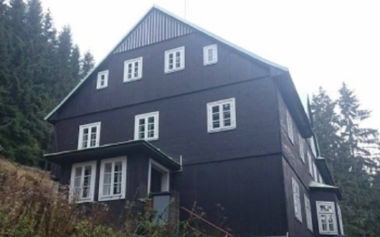 Královéhradecký kraj vydražil Belveder v Peci pod Sněžkou, a to za dvojnásobek odhadní ceny. Vítěz aukce chtěl zůstat v anonymitě