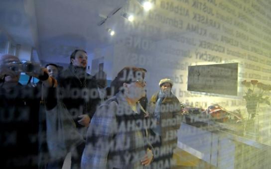 V Ostravě otevřeli pamětní místo k uctění památky obětí fašismu. Akt spojili se 17. listopadem i aktuálním děním ve světě
