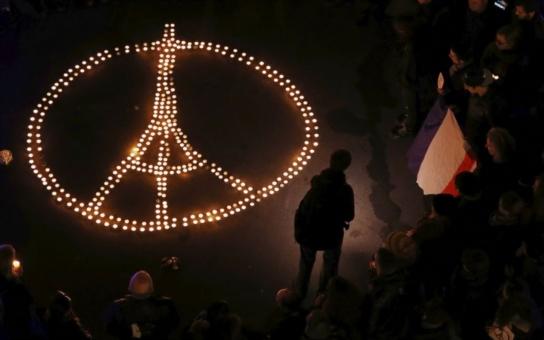 Teror v Paříži. Je to otázka víry a proti víře se bojovat nedá, tvrdí psycholog. My Češi jsme i ve srovnání s jinými křesťanskými zeměmi mnohem dál, namítá arabista