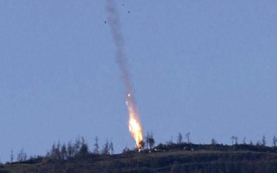 Fuj, fakt hnusná videa: Bojovníci střílejí na ruského pilota na padáku a pak nad jeho mrtvolou ječí radostí Alláhu Akbar. A okrádají mrtvé tělo