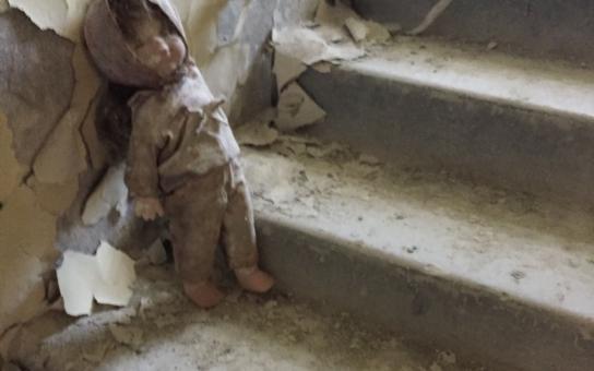 Paneláky zarůstají stromy, po prázdných ulicích se prohání vítr. Mezi odpadky se válí zapomenutá panenka. Tajemný Černobyl: Město smrti. Jak vypadá dnes?