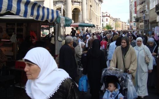 Zmiz, kurvo, tohle je naše svatá půda! Tak muslimové v Essenu řvou na obyčejné Němky, které venčí psy. A ta hrůza v belgickém Molenbeeku… Mluví Češi, žijící v oslavované ´multikulti´