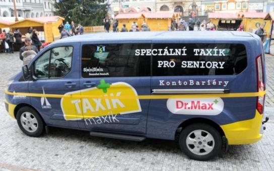 Už jste slyšeli o seniorském taxíku? Město Liberec zrovna jeden převzalo a bude ho provozovat pět let