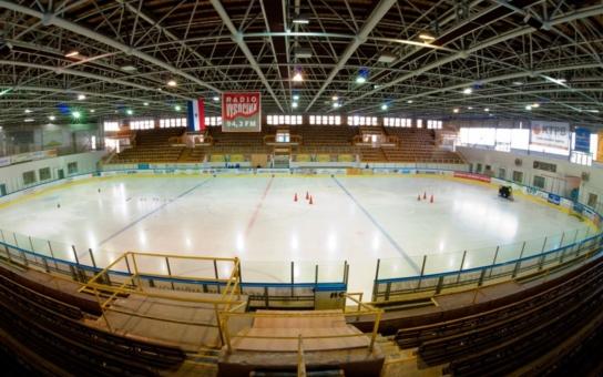 Lední medvědi se radují, pelhřimovský zimní stadion se dočká rekonstrukce. Historicky první schůzka na radnici stanovila jasné podmínky, aby konec hokejové sezóny nebyl ohrožen