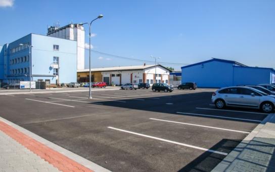 Do průmyslové zóny v Chlebovicích byla navážena zemina, ohrožující životní prostředí. Viník je jasný, inspekce zjišťuje míru kontaminace