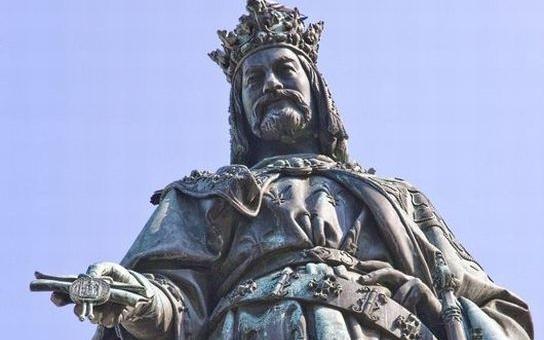 Hele, Havel! Nebo Karel? Exprezident bude letos v oslavách konkurovat nejvýznamnějšímu českému panovníkovi. Kdo se na tom chce přiživit?