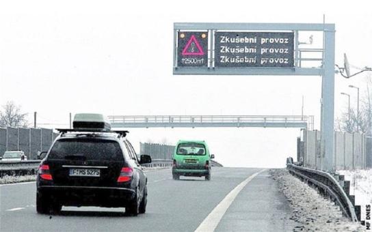 Kudy jet a jak dlouho to bude trvat? Ve Zlíně to prozradí řidičům nové elektronické tabule, informace pro ně zajišťuje 21 detektorů