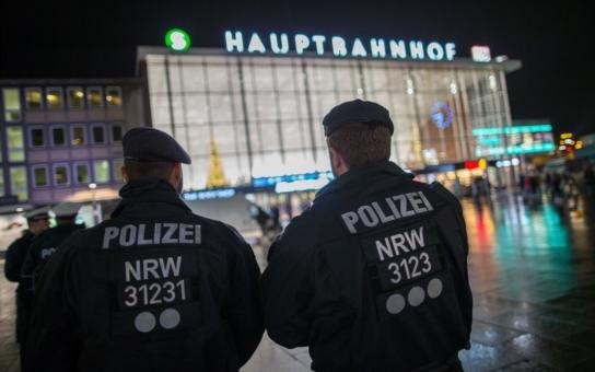 FOTO ÚCHYLKY Migranti v Německu použili groping. Velmi divnou sexuální praktiku, kterou Češi neznají