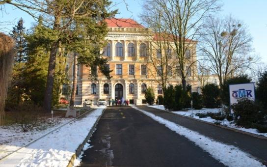 Gymnázium v Bílovci chce oprášit zašlou slávu. Studentům napaří až osm hodin matiky týdně, chystá i speciální semináře