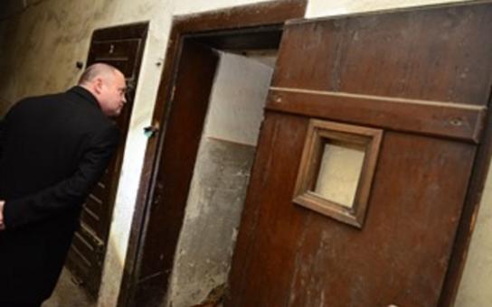 Bývalou káznici a věznici na Cejlu chtějí památkáři prohlásit za kulturní památku. Krajští radní jsou pro. Co ale provádí Hollan, je neuvěřitelné...