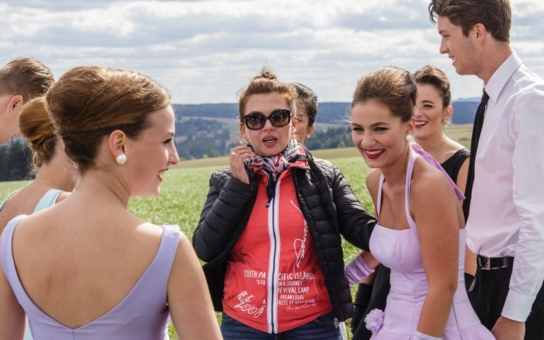 Kvůli nevěře! Oblíbená herečka Dana Morávková si zkazila pověst. V tramvaji se musí schovávat před jízlivými poznámkami, trefují se do ní i drzí puberťáci