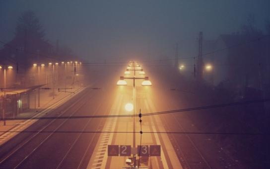 Zůstala sama a bezradná na promrzlém nádraží. Tajemný anděl zastavil kvůli neznámé stařence vlak, a dokonce jí i poskytl nocleh. Životní O.K.