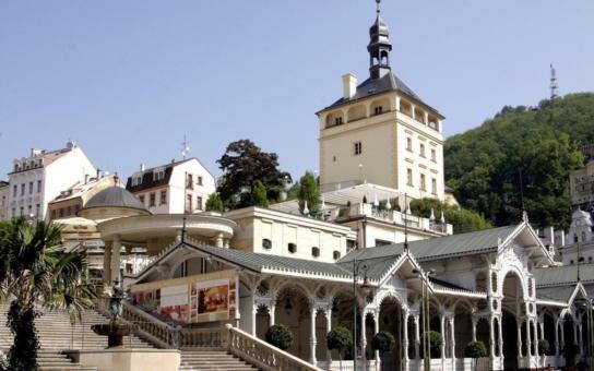 Půl druhé miliardy míří na Karlovarsko. Město Karlovy Vary plánuje předložit do nejbližších výzev projektové záměry na opravu střechy divadla, rekonstrukci Goethovy vyhlídky a výstavbu chybějícího úseku páteřní cyklostezky