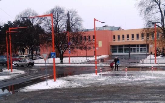 Přechody před prostějovskými školami jsou díky novým světlům bezpečnější. Do provozu byly uvedeny i navzdory ledovému peklu, které město ovládlo