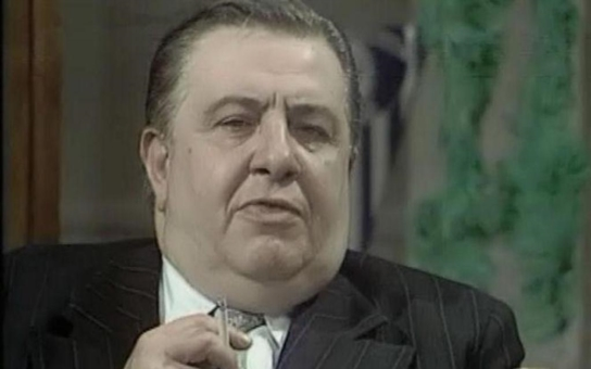 Když se naštval, létaly na divadelních záchodcích facky. Dobrácký hromotluk Čestmír Řanda měl nezvladatelnou vášeň, která ho nakonec zabila. Tajnosti slavných
