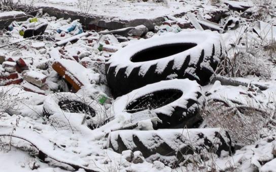 Zplodiny ve vodě, prach a popel v ovzduší. Skládka pneumatik z Boru u Skutče zmizí z očí ve druhé polovině roku. Konečně se odstraní problém, který před lety vypadal jako neřešitelný